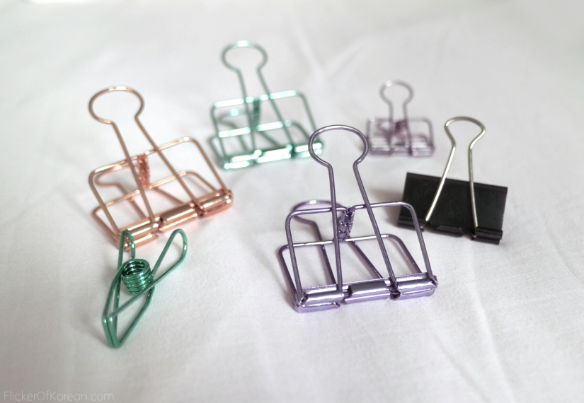 assorted large binder clips